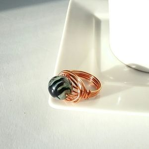 💕4/$25💕Glass Bead and Wire Ring